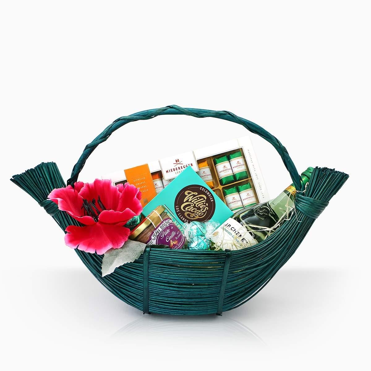 """Gift Basket """"Green Boat"""""""